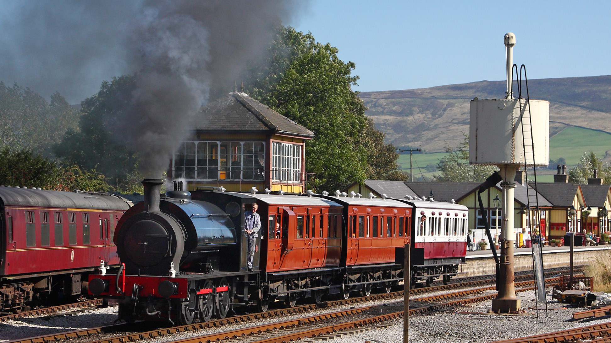 Darfield No.1 leaves Bolton Abbey with the 13.50 to Embsay. 26.9.09